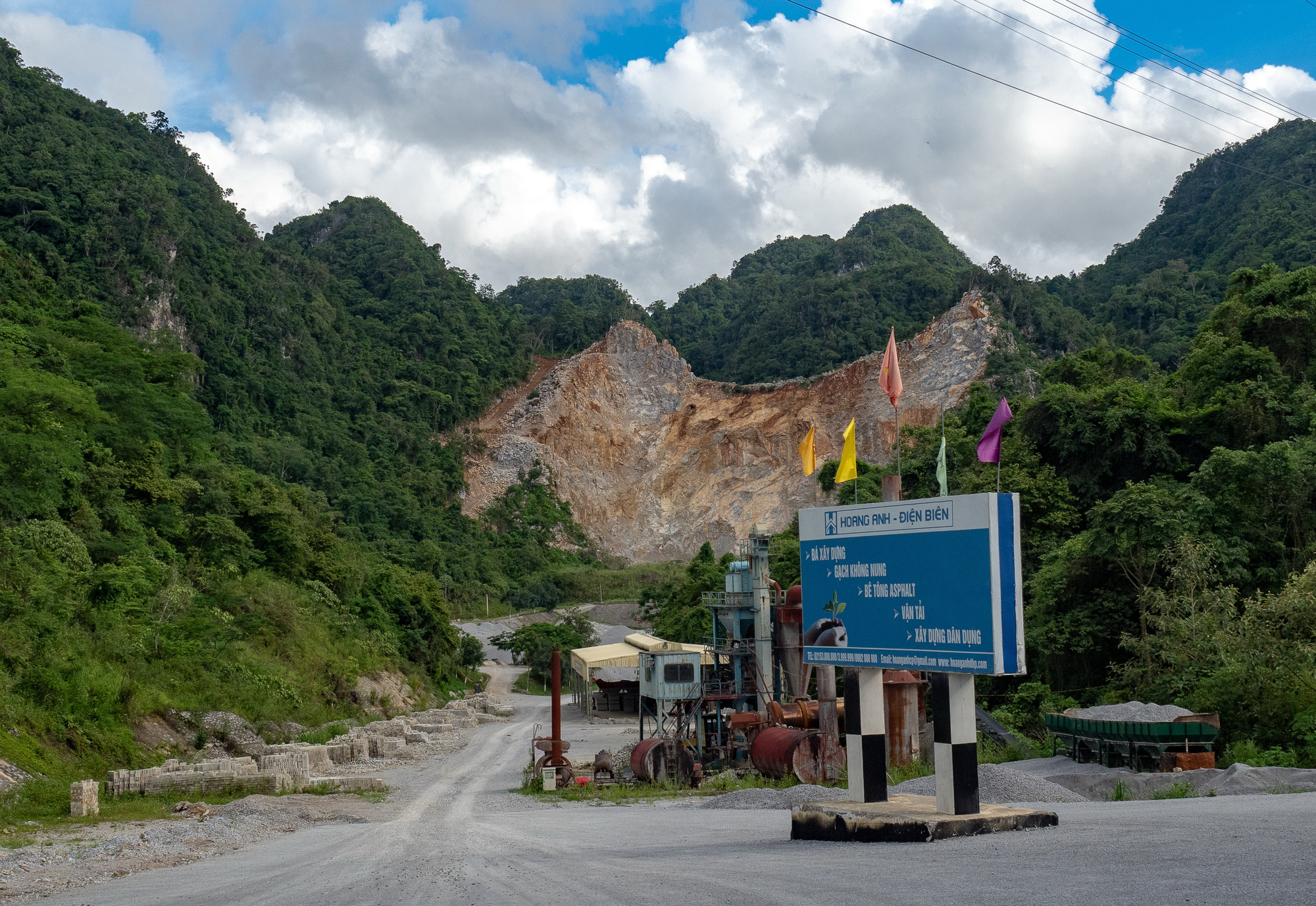 Quarry workers cling to cliffs for life in northern Vietnam