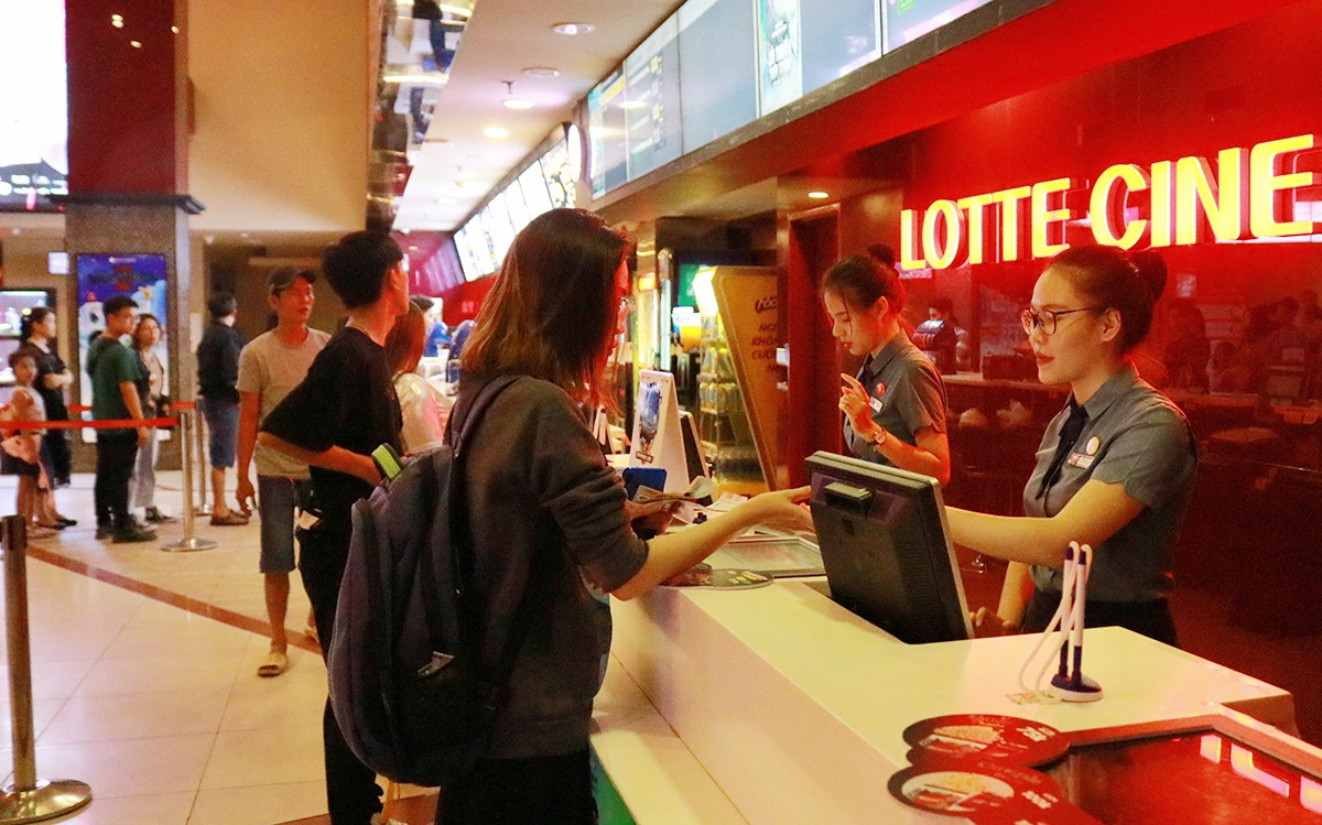 Ho Chi Minh City proposes COVID-19 support for 27,500 employees of non-essential businesses