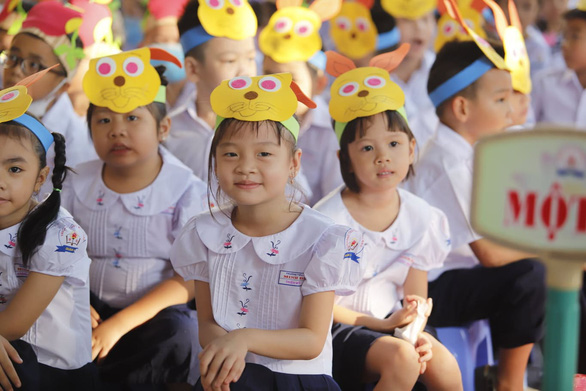 Students attend a school-year opening ceremony at Minh Dao Elementary School in District 5, Ho Chi Minh City, September 5, 2020. Photo: Nhu Hung / Tuoi Tre