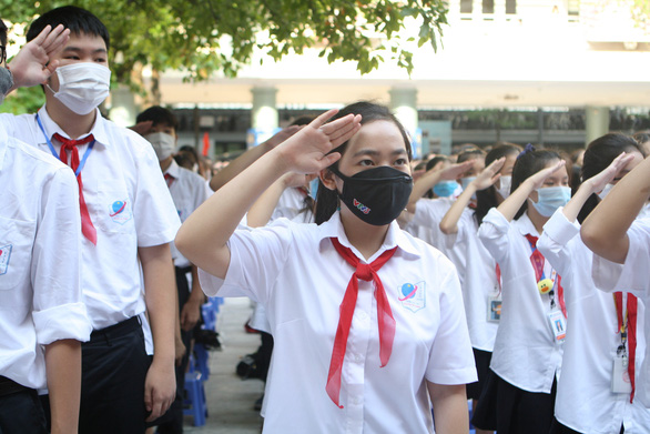 Students attend a school-year opening ceremony at Nguyen Tat Thanh Middle & High School in Hanoi, September 5, 2020. Photo: Vinh Ha / Tuoi Tre