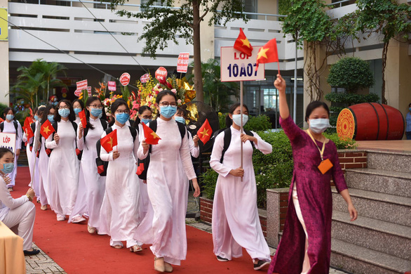 Students attend the school-year opening ceremony at Phu Nhuan High School in Phu Nhuan District, Ho Chi Minh City, September 5, 2020. Photo: Ngoc Phuong / Tuoi Tre