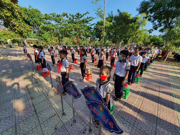 Students attend a school-year opening ceremony at Thuy Phu 2 Elementary School in Huong Thuy District, Thua Thien-Hue Province, September 5, 2020. Photo: Phuoc Tuan / Tuoi Tre