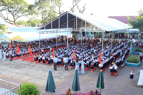 Students attend a school-year opening ceremony at Thoi Binh A Elementary School in Thoi Binh District, Ca Mau Province, September 5, 2020. Photo: Khanh Tran / Tuoi Tre