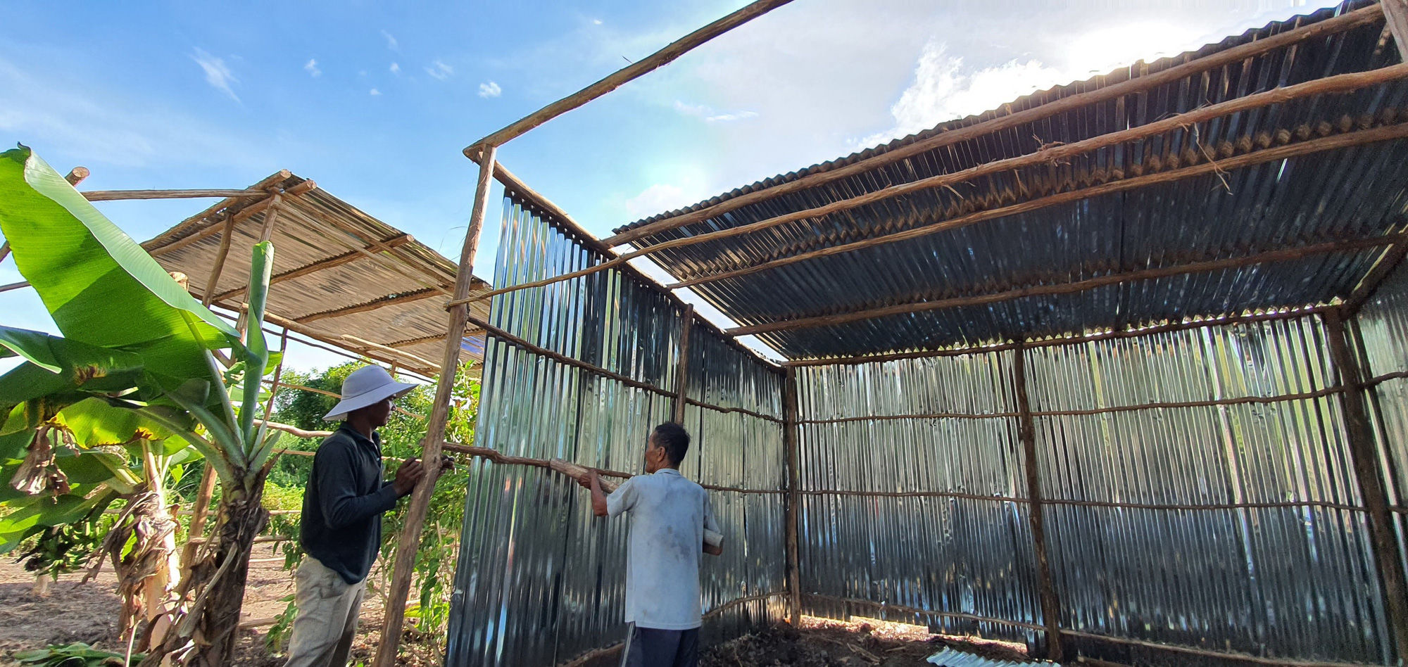 Houses are being built at the Huong Mai relocation zone in Ca Mau Province, Vietnam. Photo: Chi Quoc / Tuoi Tre