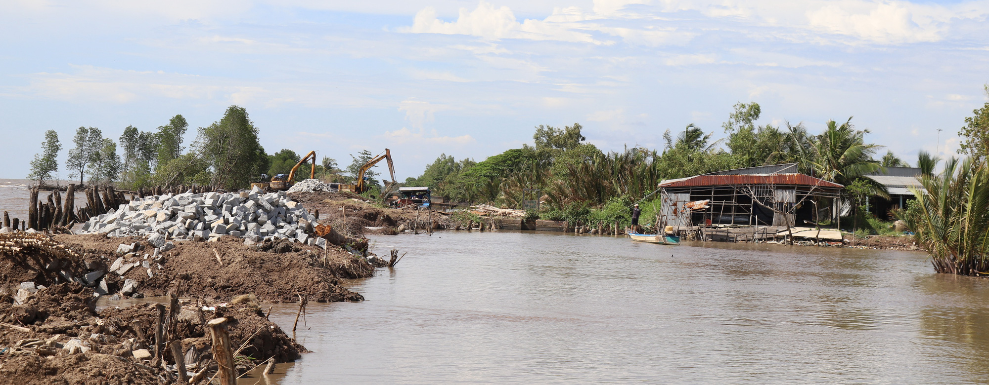A residential area affected by coastal erosion in Ca Mau Province, Vietnam. Photo: Chi Quoc / Tuoi Tre