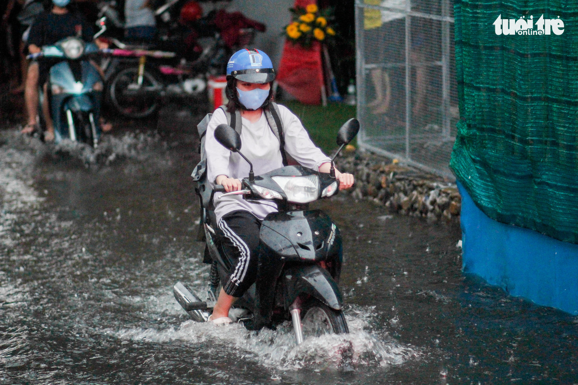 A commuter travels on a flooded street after heavy rain in Ho Chi Minh City, Vietnam September 6, 2020. Photo: Chau Tuan / Tuoi Tre