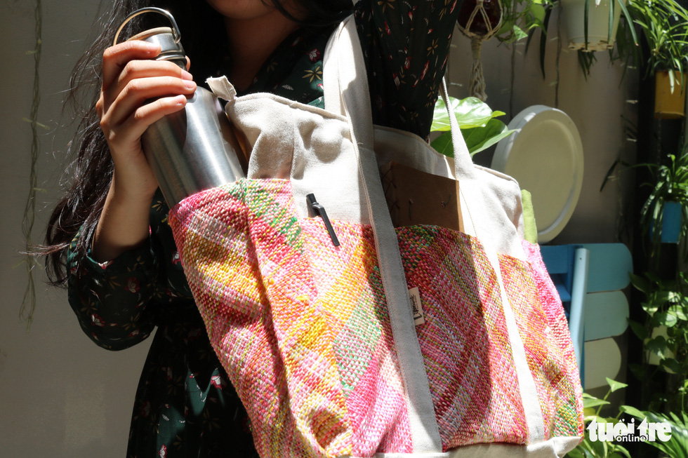 Pham Thi Kim Hang wears a bag made from recycled plastic and cloth. Photo: Hoang An / Tuoi Tre