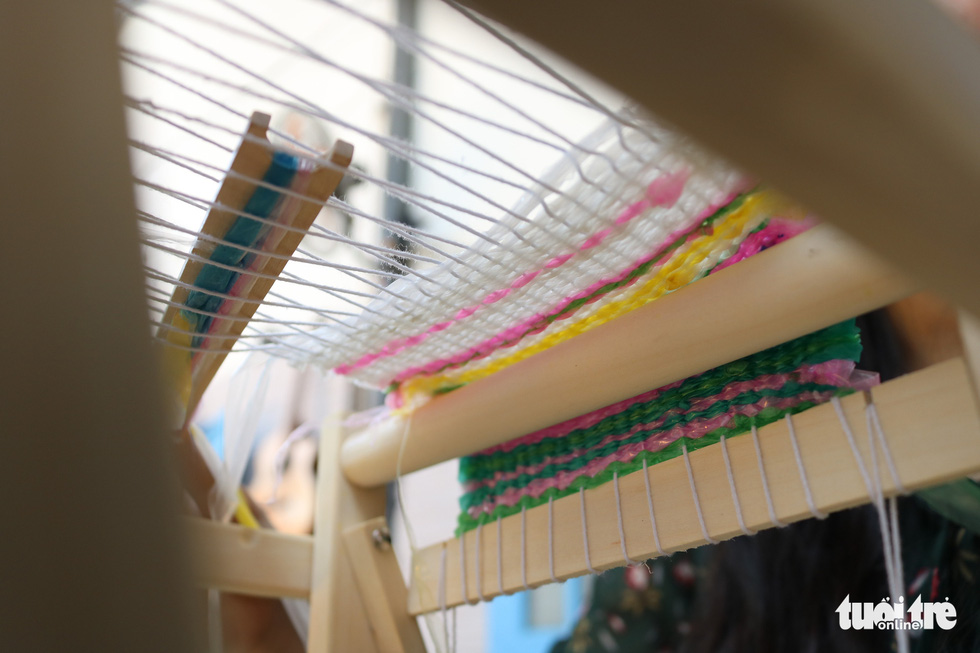 Recycled plastic fibers are woven into a piece of cloth. Photo: Hoang An / Tuoi Tre