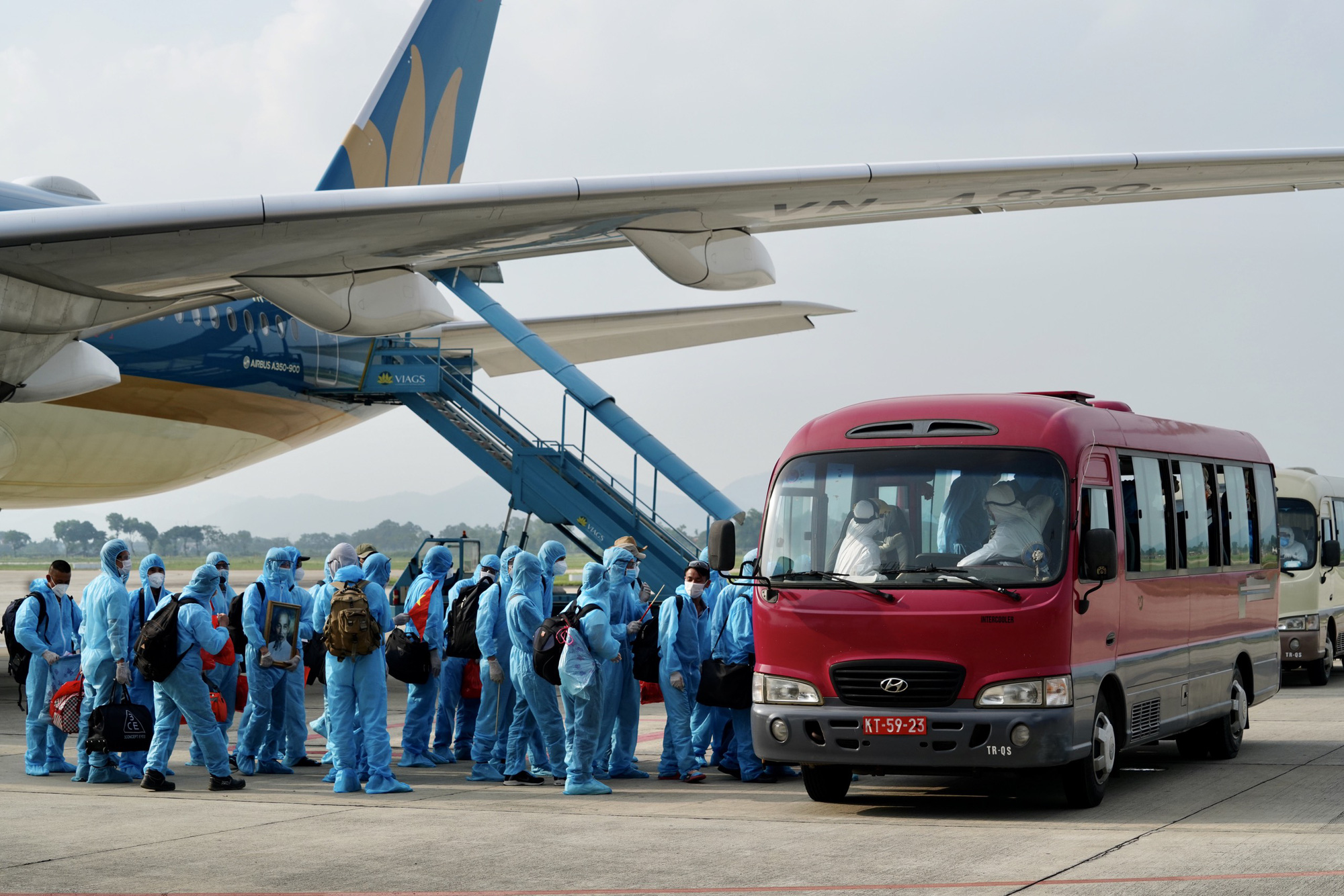 Vietnam's transport ministry details plan for reopening int'l air routes
