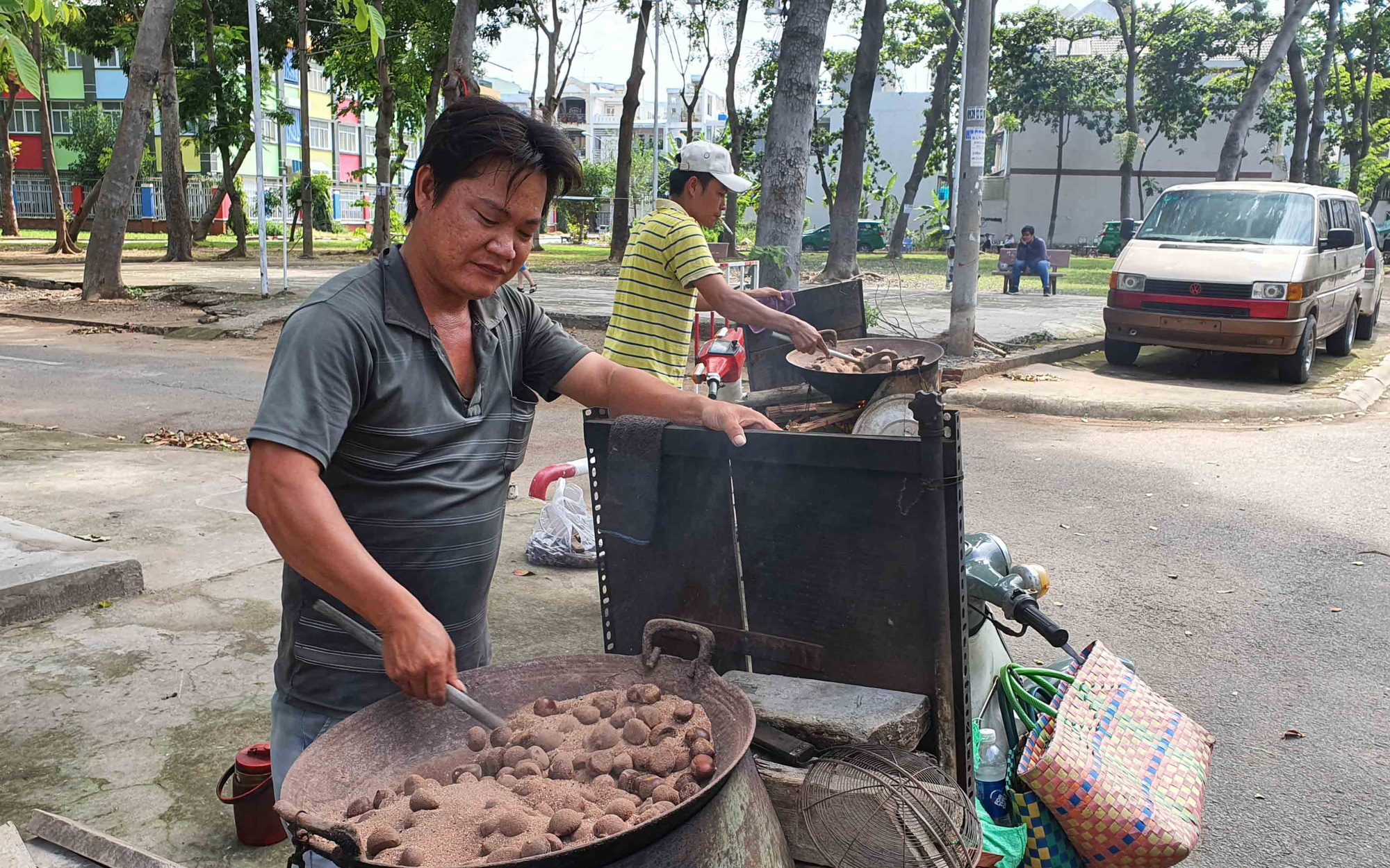 Tran Van Loi roasts hazelnuts at his roadside stall in Ho Chi Minh City, Vietnam. Photo: Manh Dung / Tuoi Tre