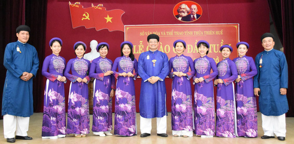 Cultural officials wear 'ao dai' to work once a month in Vietnam province