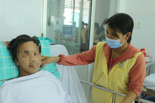 Bui Thi Ngoc Tuoi (right) is seen taking care of her husband Phan Van Tam in this photo supplied by Cho Ray Hospital.