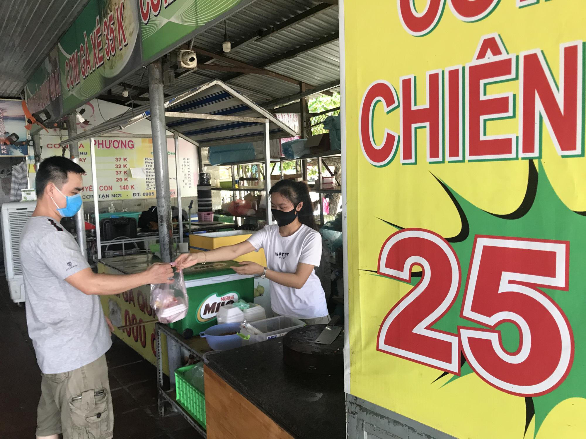 Da Nang reopens beaches, allows dine-in services