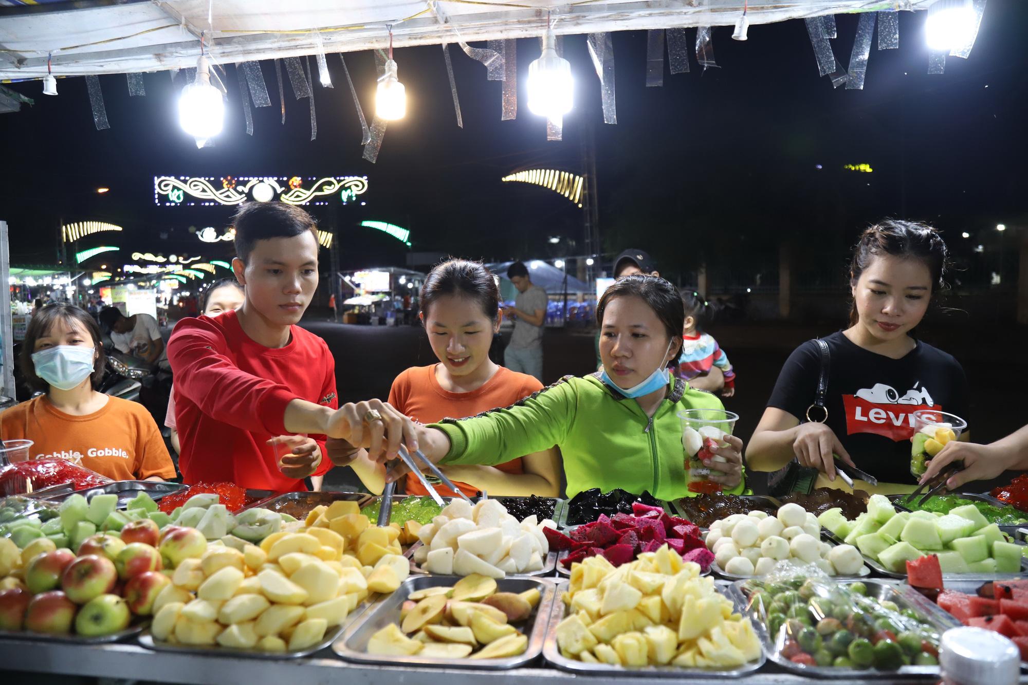 Night-time economy stalls in Vietnam
