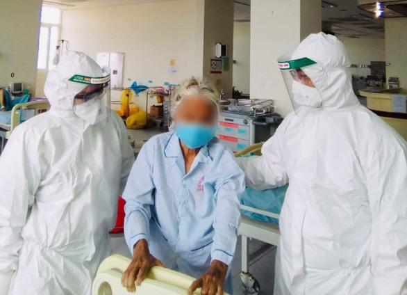 Vietnam's oldest COVID-19 patient discharged as last medical teams leave Da Nang