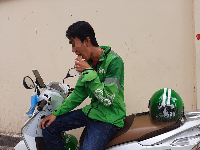 No-shows and other fears: Daily life of food delivery workers in Vietnam