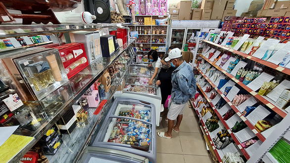 Customers in a shop specializing in Russian products in the Russian Market on Vo Van Kiet Street of Ho Chi Minh City. Photo: Ngoc Hien / Tuoi Tre