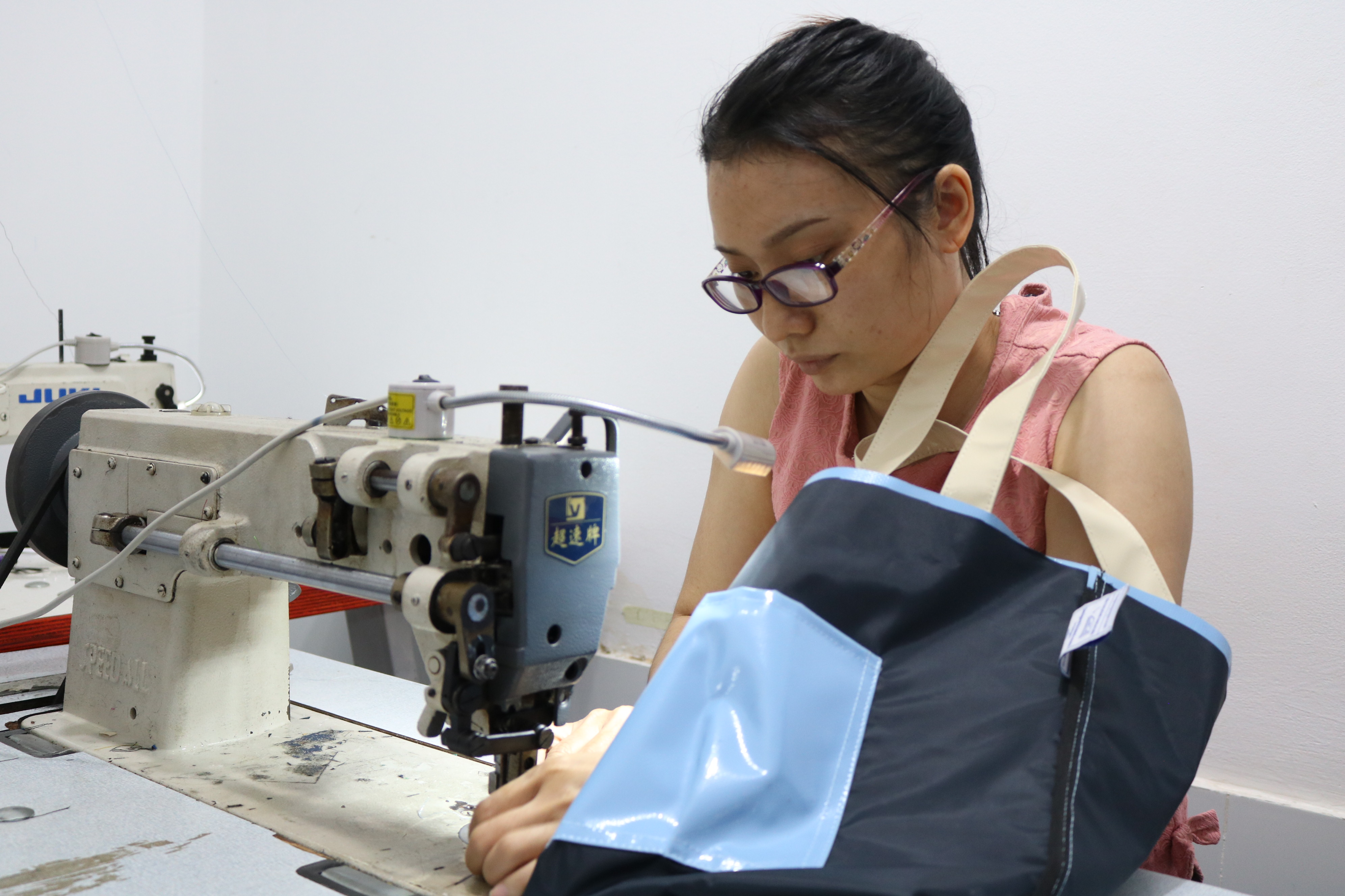 Luu Doan Hong Cam works on a tote bag made from discarded tarps at the Dong Dong Sai Gon workshop in Ho Chi Minh City, August 2020. Photo: Hoang An / Tuoi Tre