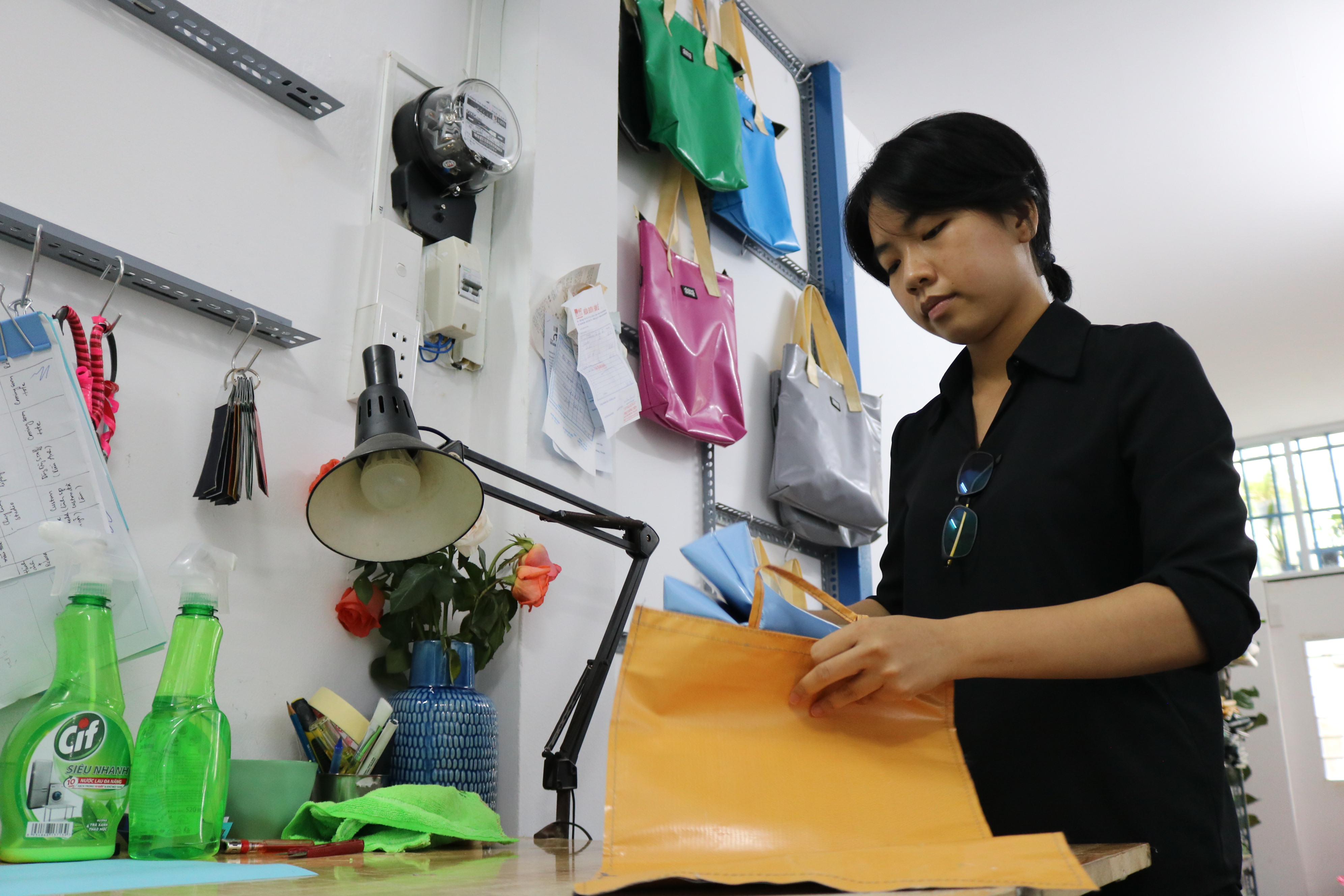Tu Quan, a member of Dong Dong Sai Gon, packages a tote bag for delivery to a customer at the brand's workshop in Ho Chi Minh City, August 2020. Photo: Hoang An / Tuoi Tre