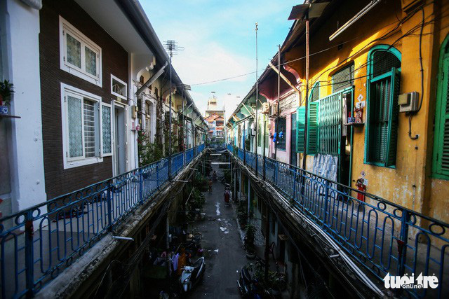 A view from a balcony at a residential block at Hao Si Phuong Alley on Tran Hung Dao Street in District 5, Ho Chi Minh City. Photo: Quang Dinh / Tuoi Tre