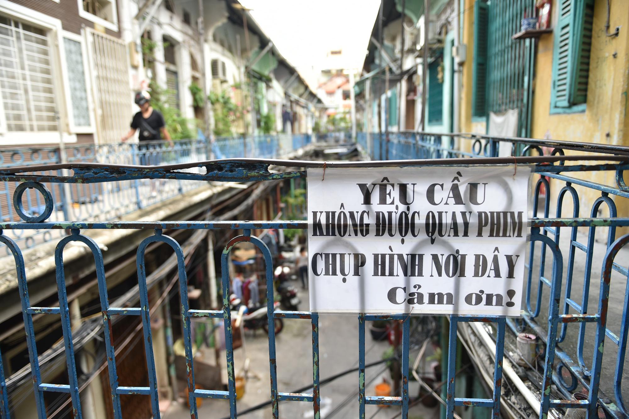 tourists, Ho Chi Minh City, Saigon, alley, Hao Si Phuong