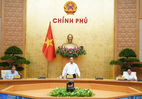 Vietnamese Prime Minister Nguyen Xuan Phuc (center) presides over a meeting on COVID-19 response in Hanoi, September 18, 2020. Photo: Vietnam Government Portal