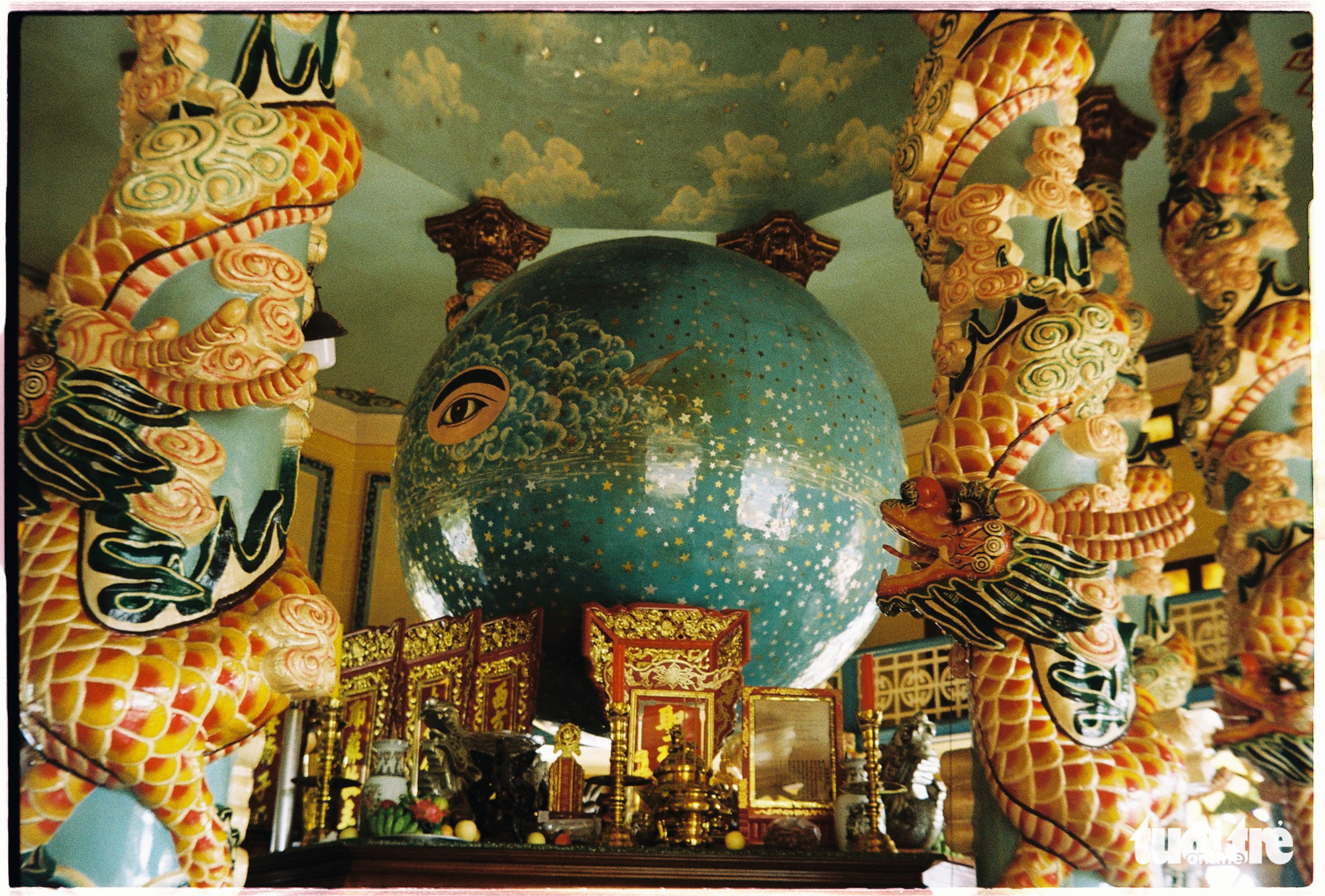 The central chamber of the Cao Dai Holy See in Tay Ninh Province, Vietnam worships the Divine Eye on the Divine Sphere of 3,027 stars representing 3,027 globes. Photo: Mai Thuong / Tuoi Tre