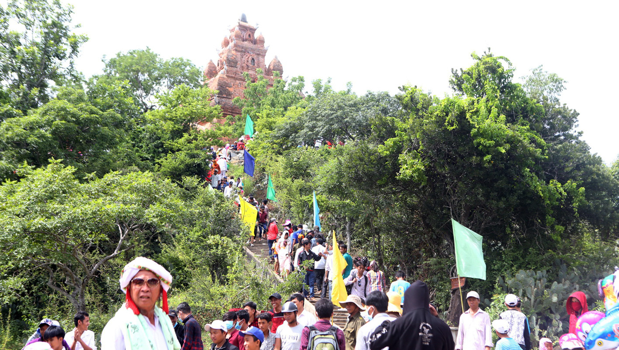 Visitors crowd the location of the Kate Festival in Ninh Thuan Province, Vietnam. Photo: Gia Tien / Tuoi Tre