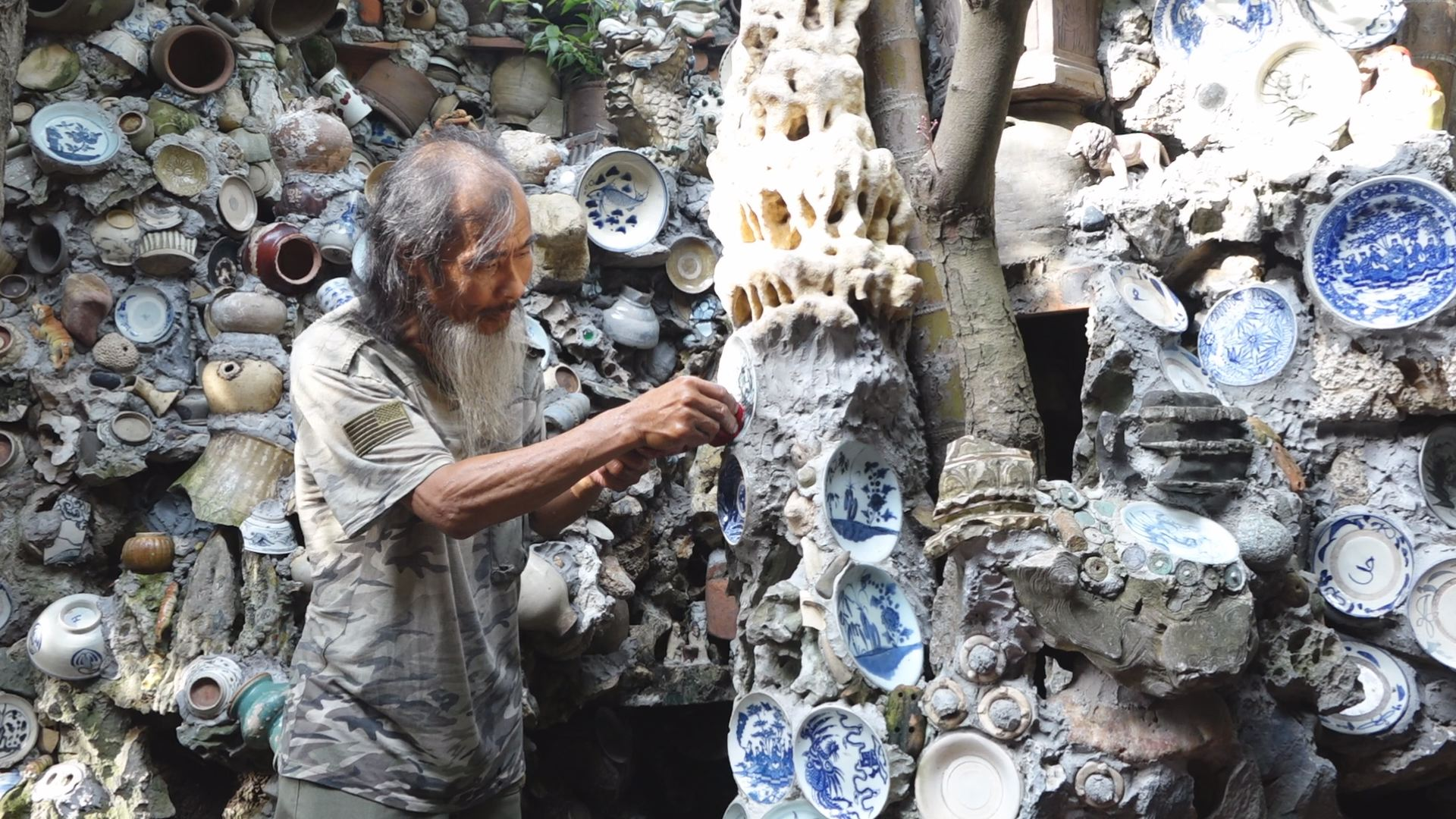 Vietnam man builds house from 3,000 pieces of antiques
