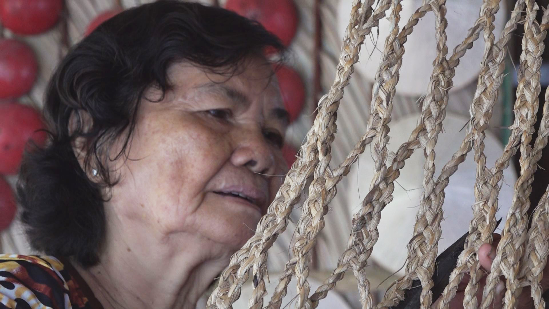 Woman spends 50 years fashioning hammocks from dried banana leaves in Vietnam