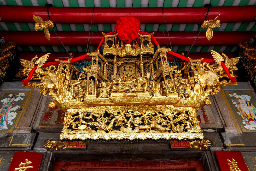 A special art form is placed atop the door of Nghia An guildhall in District 5, Ho Chi Minh City in this undated file photo. Photo: Tuoi Tre
