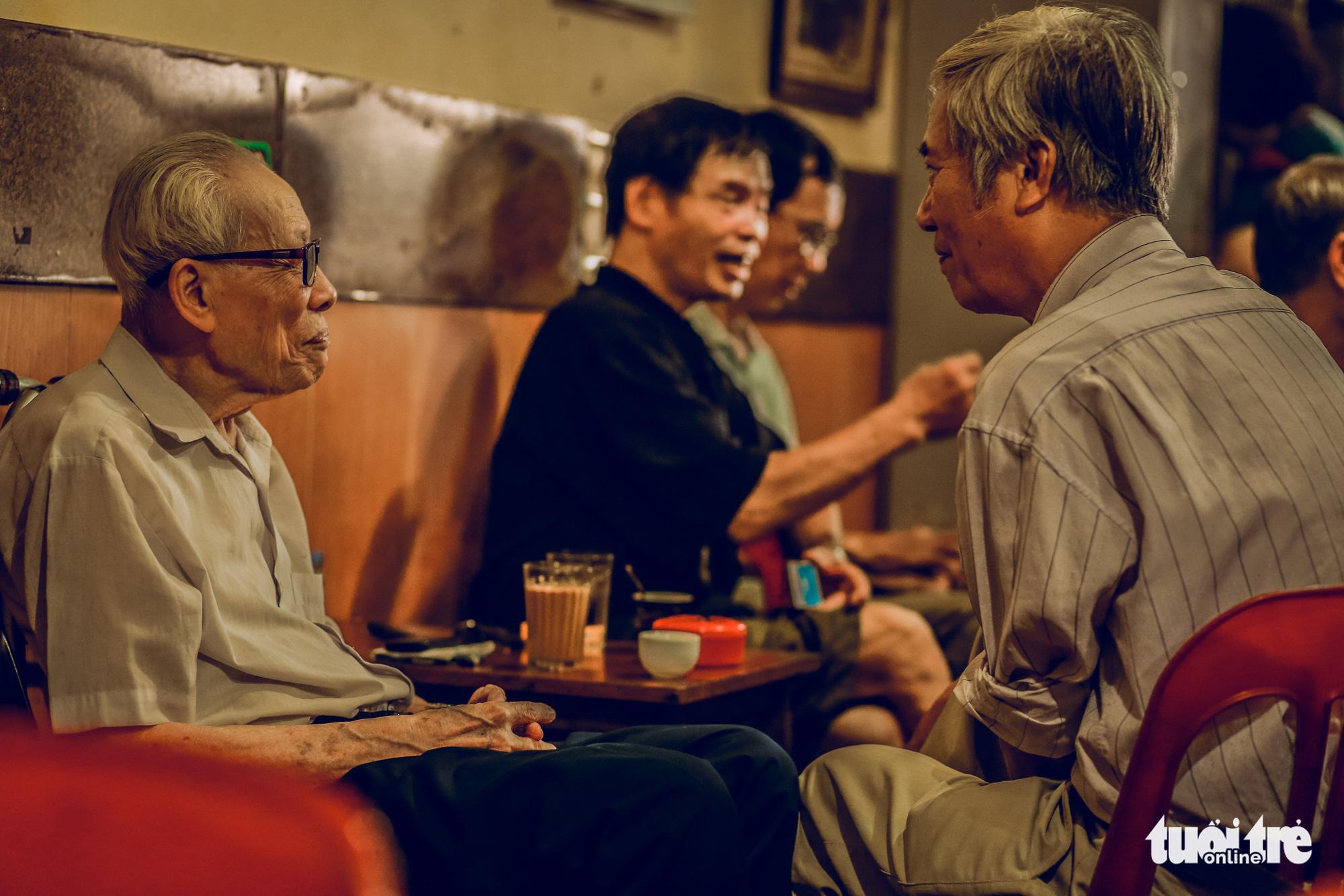 Century-old Hanoi café a faithful champion of hand-roasted beans
