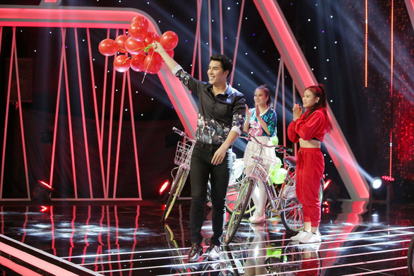 An episode of 'Who Is Single Vietnam' TV show. Photo: Vie Channel