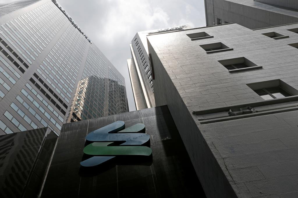 A view of a Standard Chartered bank branch in Singapore October 11, 2016. Photo: Reuters