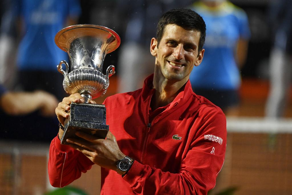 Serbia's Novak Djokovic celebrates with the trophy after winning the final against Argentina's Diego Schwartzman - ATP Masters 1000 - Italian Open - Foro Italico, Rome, Italy - September 21, 2020. Photo: Reuters