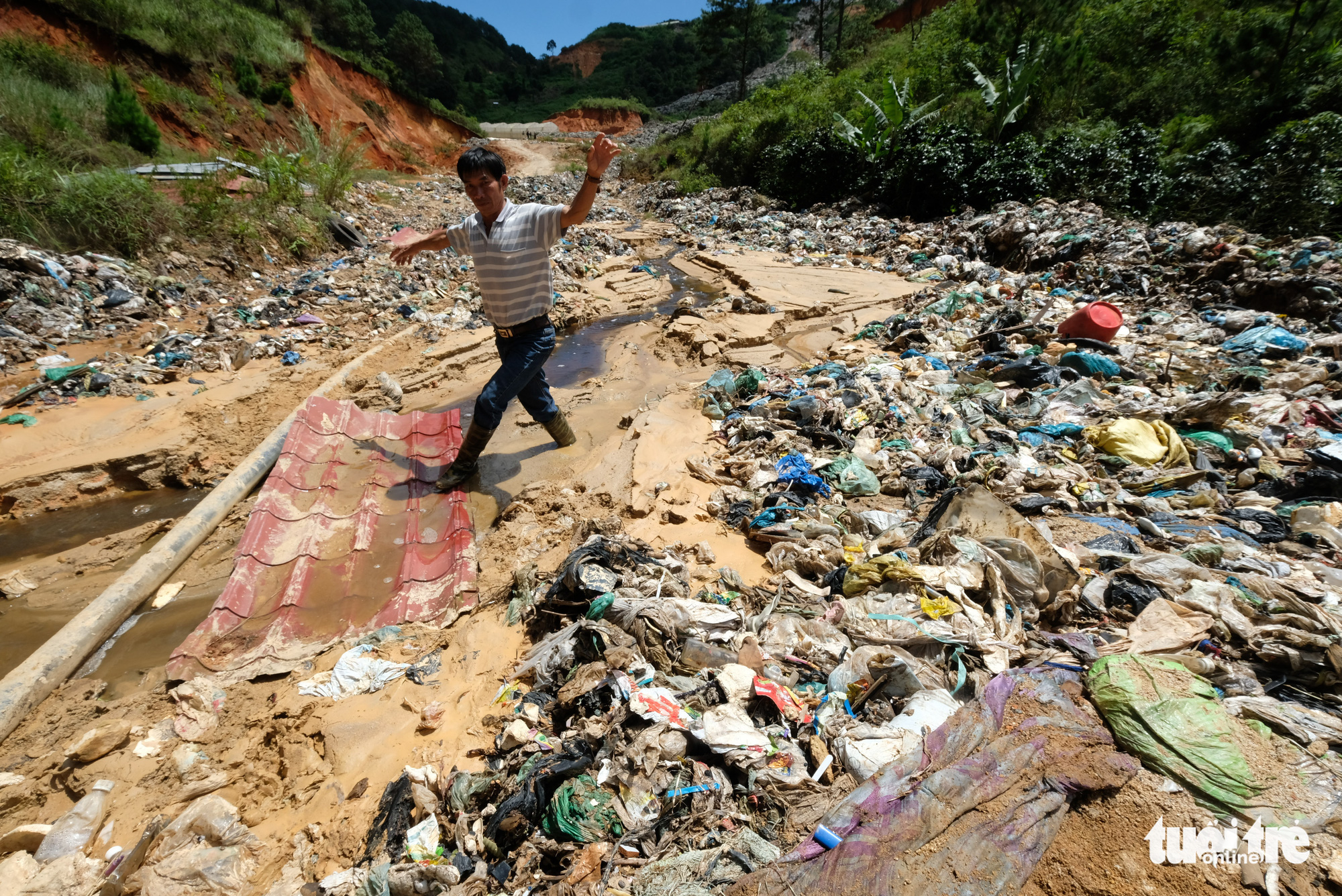 A man walks in what used to be a stream that has given way to tons of trash from the Cam Ly landfill in Da Lat City, Lam Dong Province in the Central Highlands region of Vietnam. Photo: M.Vinh / Tuoi Tre