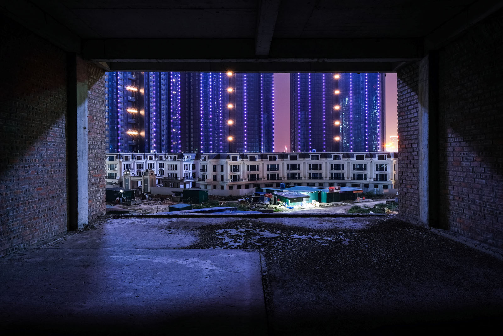 Belgian photographer uncovers spirit of Hanoi's concrete jungle