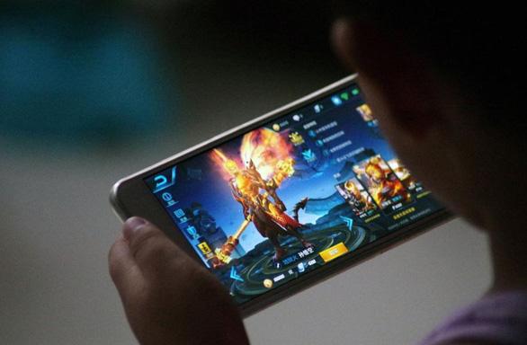 Over 2,800 surveyed Vietnamese aged 11-14 use social media; above half play games