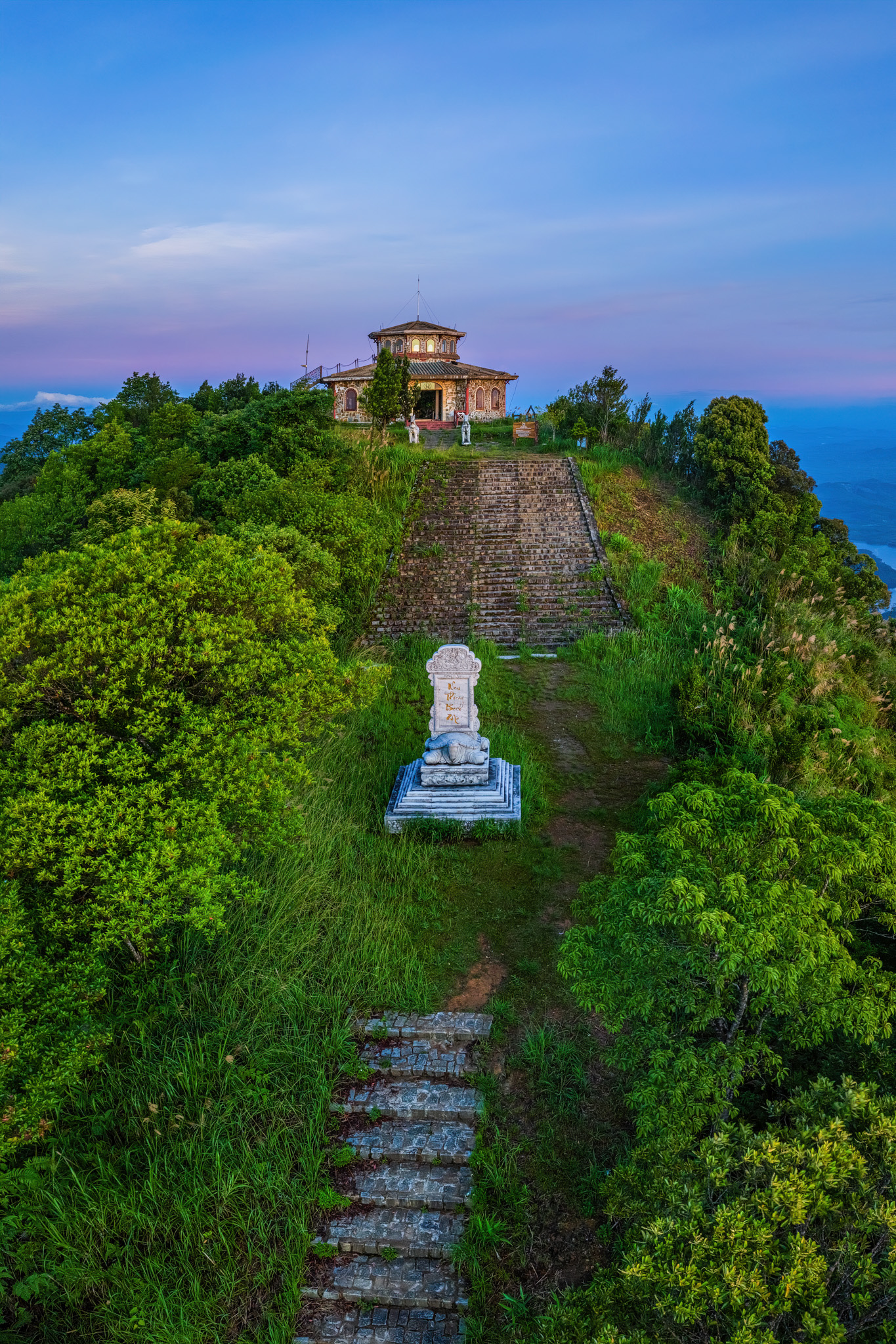 A road to the top of Bach Ma mountain in Thua Thien-Hue Province, Vietnam. Photo: Tran Luu Anh Tuan / Tuoi Tre