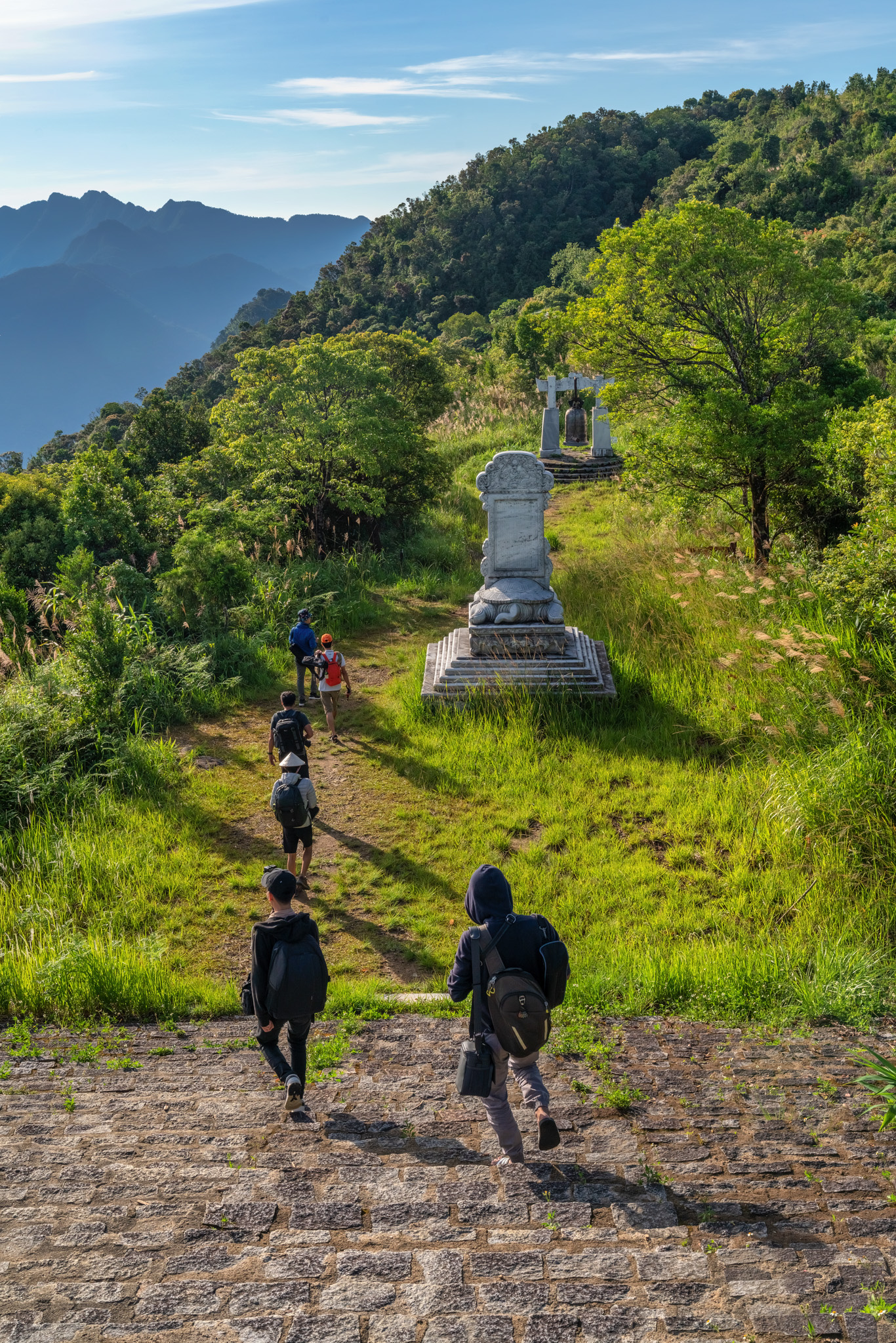 Tourists on the mountain trail to the Bach Ma peak in Thua Thien-Hue Province, Vietnam. Photo: Tran Luu Anh Tuan / Tuoi Tre