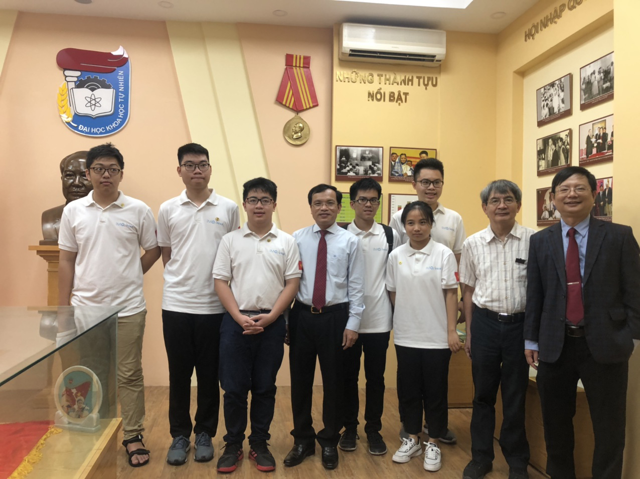 Vietnamese team wins 2 gold medals at Int'l Mathematical Olympiad 2020