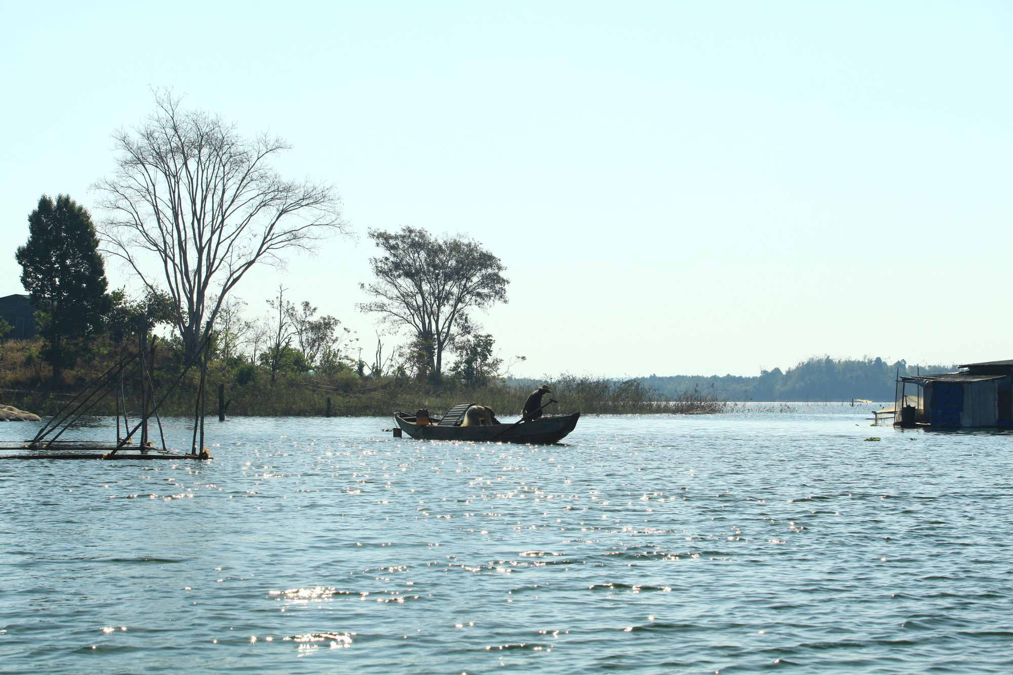A fisherman on Se San Lake on a sunny morning in Kon Tum Province, Vietnam. Photo: Chieu Ly / Tuoi Tre