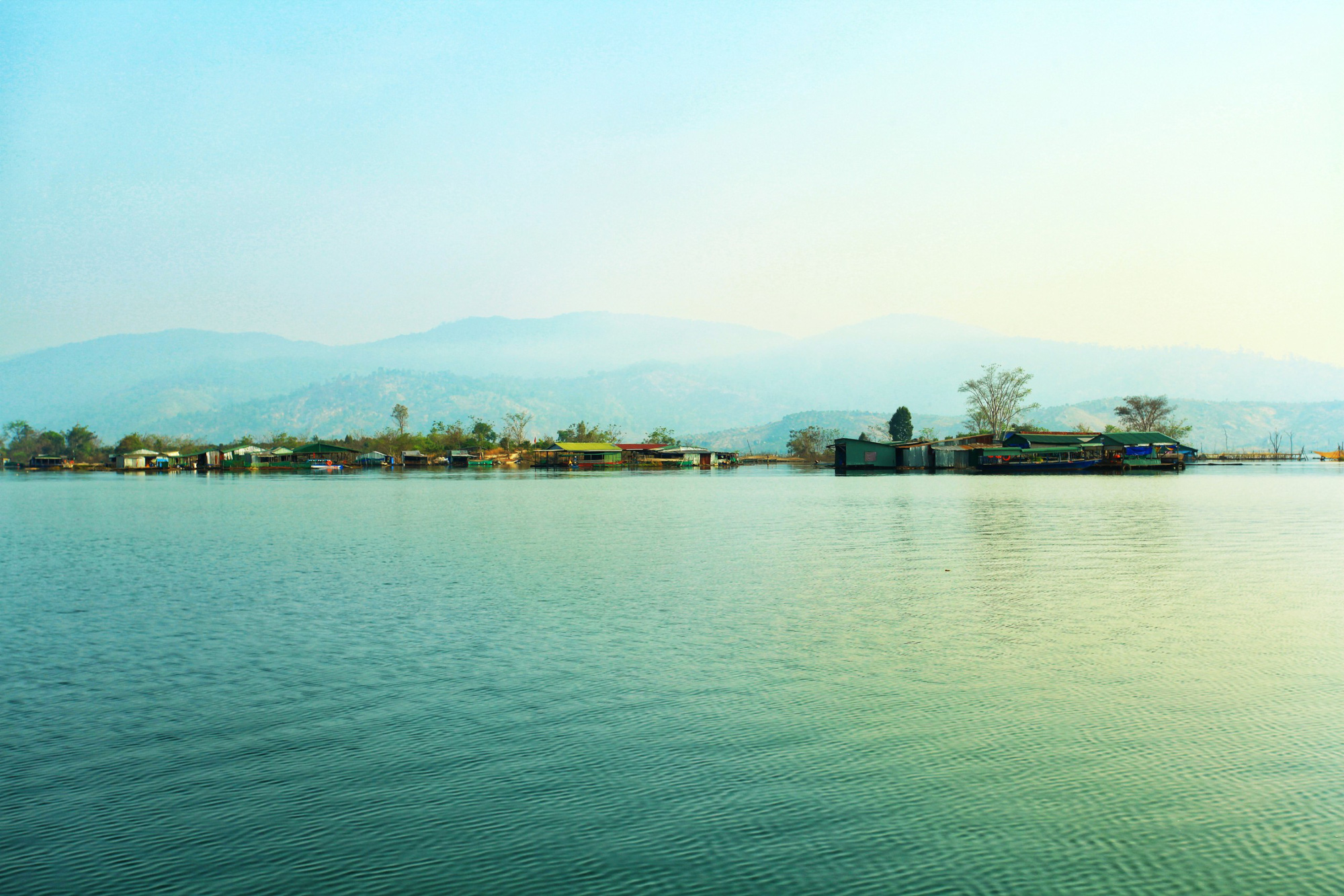 A panoramic photo of the Momray fishing village, down at the foot of Chu Mom Ray National Park in Kon Tum Province, Vietnam. Photo: Chieu Ly / Tuoi Tre