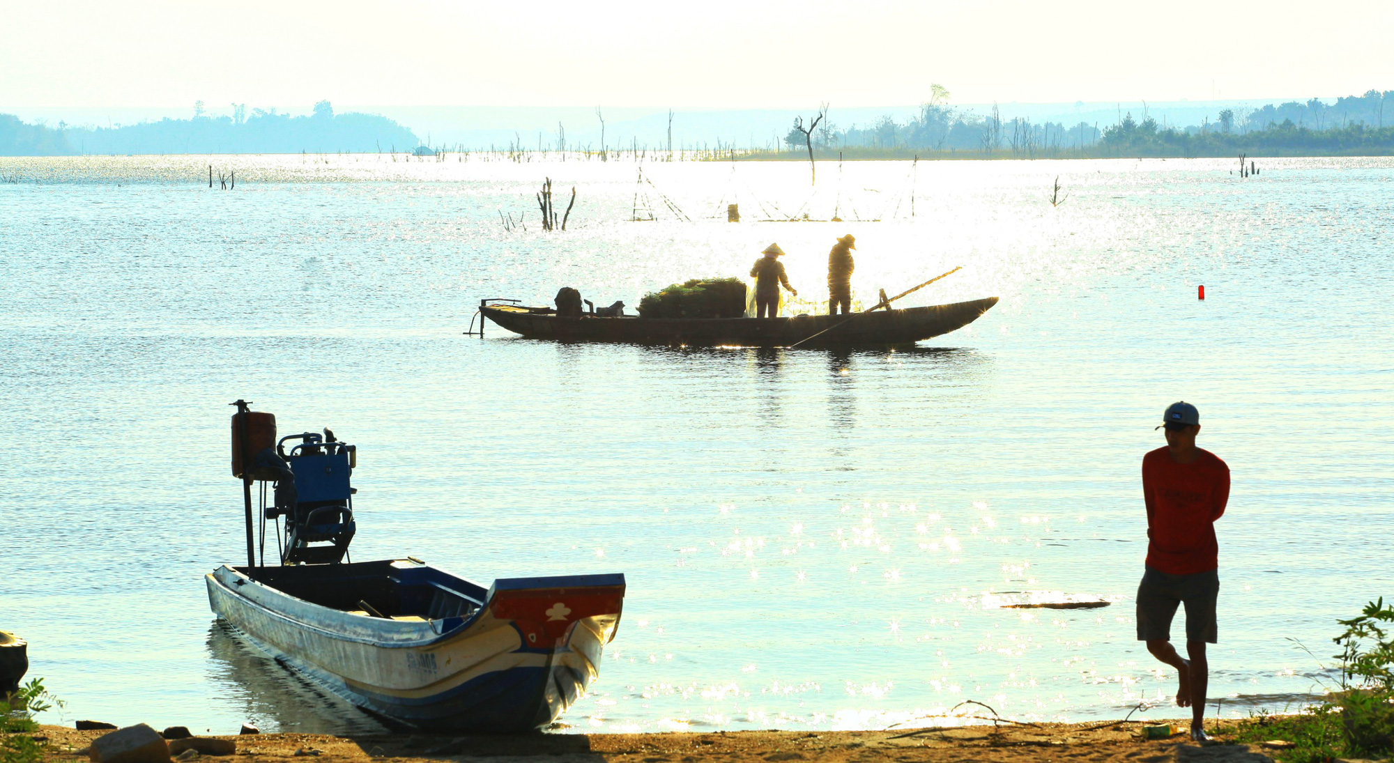 People at Momray fishing village in Kon Tum Province, Vietnam usually start their day at dawn. Photo: Chieu Ly / Tuoi Tre