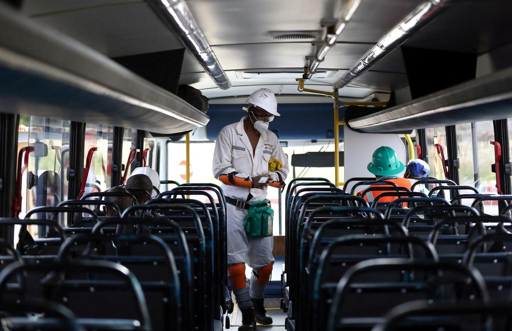 A mine worker wearing a face masks boards a bus ahead of his shift, amid a nationwide coronavirus disease (COVID-19) lockdown, at a mine of Sibanye-Stillwater company in Carletonville, South Africa, May 19, 2020. Photo: Reuters