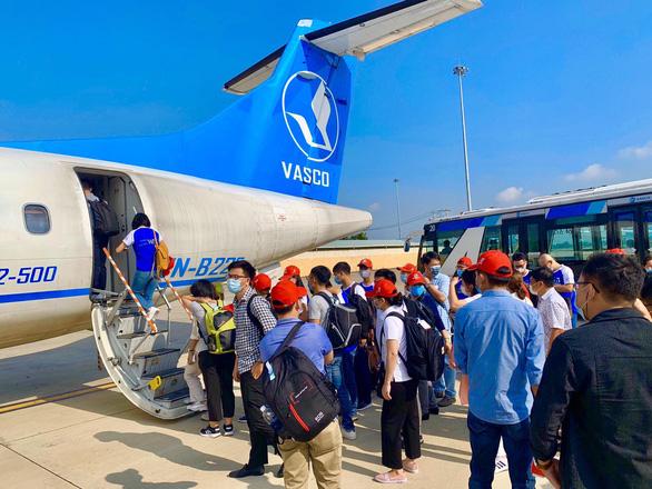 Vietnam sees travelers return as epidemic at bay