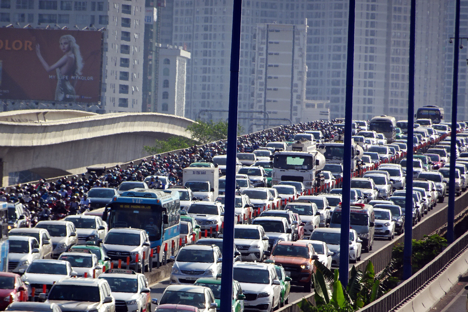 Ho Chi Minh City to ban vehicles on busyoverpass for road upgrade
