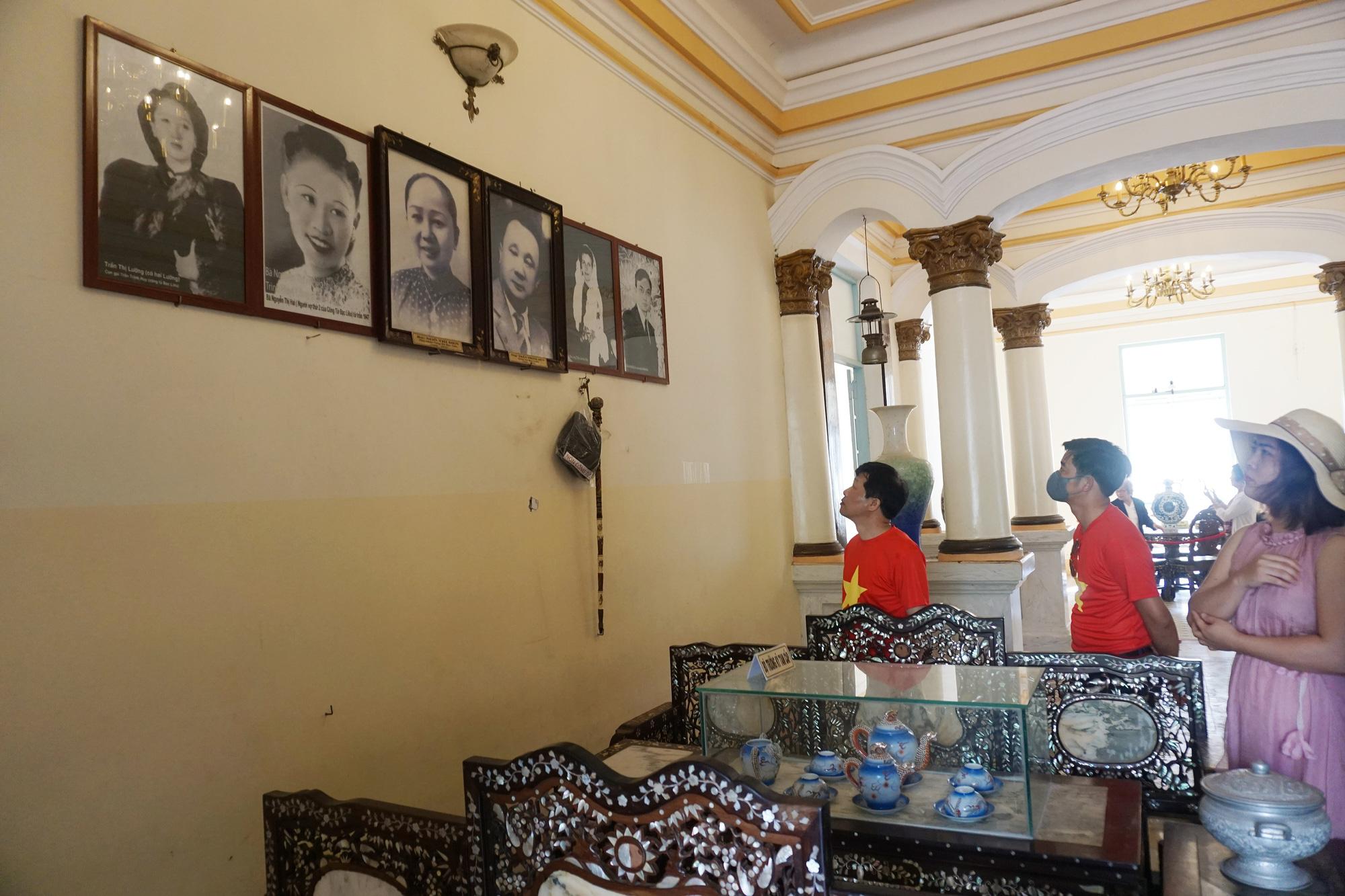 Tourists visit Prince of Bac Lieu House, located at 13 Dien Bien Phu Street, Ward 3, Bac Lieu City, Bac Lieu Province, Vietnam. Photo: Tuyet Kieu / Tuoi Tre