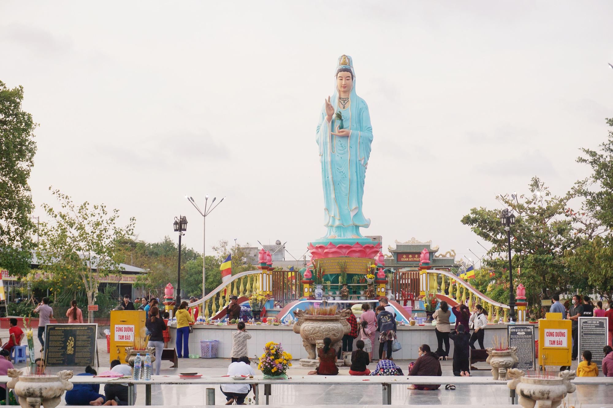 Quan Am Phat Dai Buddhist Temple, located in Nha Mat Ward, Bac Lieu City, Bac Lieu Province, Vietnam, is seen in the photo. Photo: Tuyet Kieu / Tuoi Tre