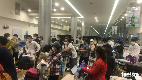 Vietnamese returnees stranded at Saigon airport due to conflict with airline over quarantine fees
